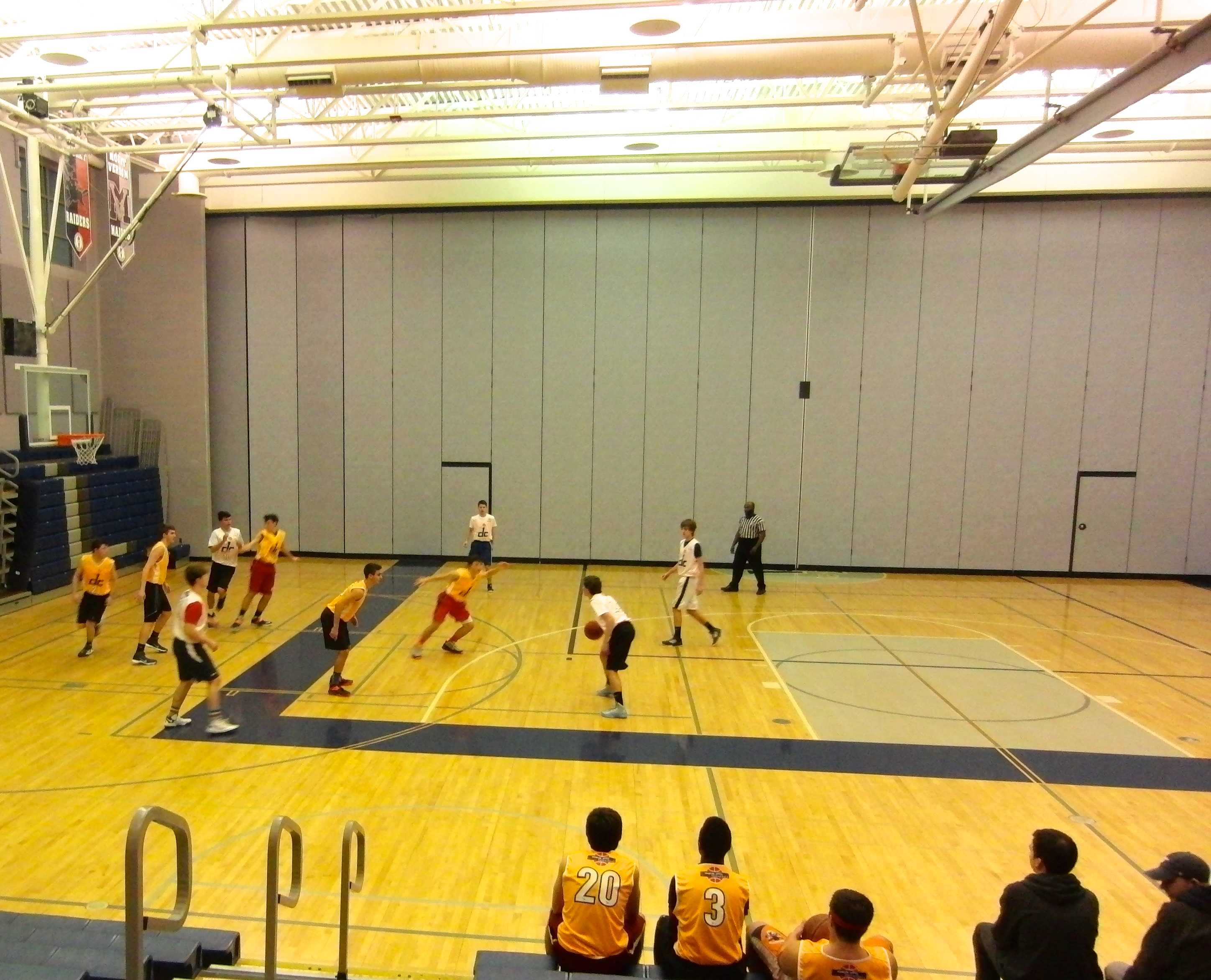 Two house basketball teams face off at Washington-Lee. Photo by Spencer Croft