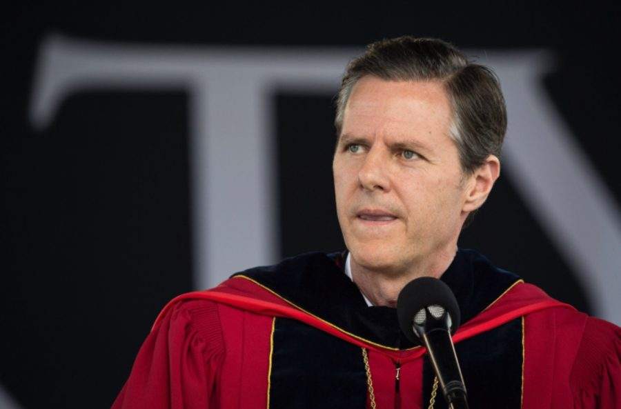 Liberty+University+President+Jerry+Falwell+Jr.+is+encouraging+students+to+carry+guns+on+campus+for+self-defense+