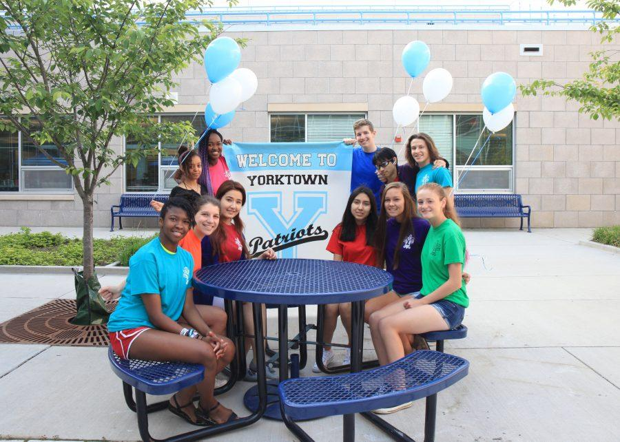 Freshmen+mentors+welcome+a+new+class+to+Yorktown