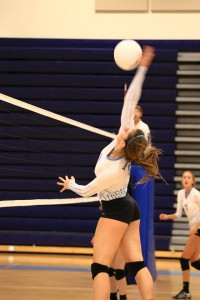 Jane Townshend approaches for a big kill against Mclean. Photo courtesy of Jeremy Canon