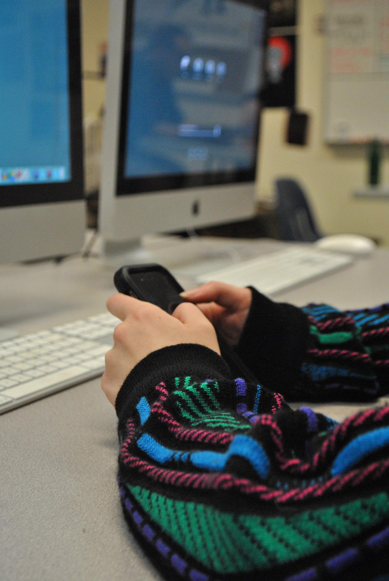 Students find it hard to pull themselves away from their phones