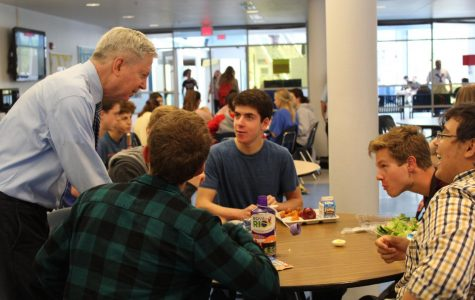 Pasi interacts with students at lunch
