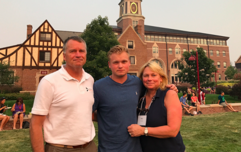 Jonathon Winnefeld (middle) and his parents