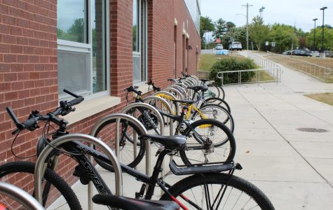 Riding a bike to school is one of the ways to achieve carbon neutrality.