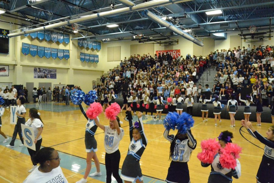 Cheerleaders at the 2019 fall pep rally